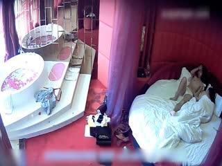 情趣酒店两个女同开房磨豆腐...