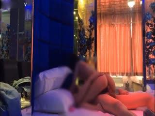 某艺术学院高颜值气质性感大美女酒店和大长屌激情啪啪视频流出,男的真会玩...