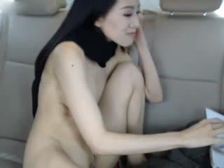 老婆在车里面玩电击2...