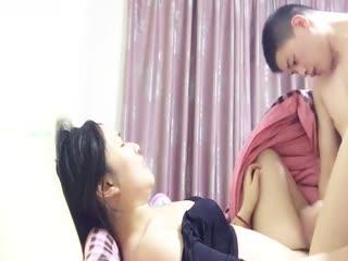 你是来吃晚饭还是夜宵的,媳妇怀孕几个月很久没有做爱了背地里和她闺蜜偷情对白清晰...