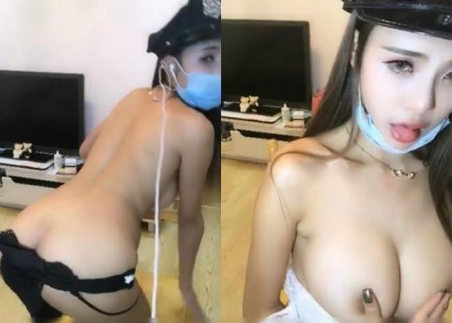 乳房很性感的娇嫩妹子COS女警诱惑美女露脸白衣紧身看着很想操的感