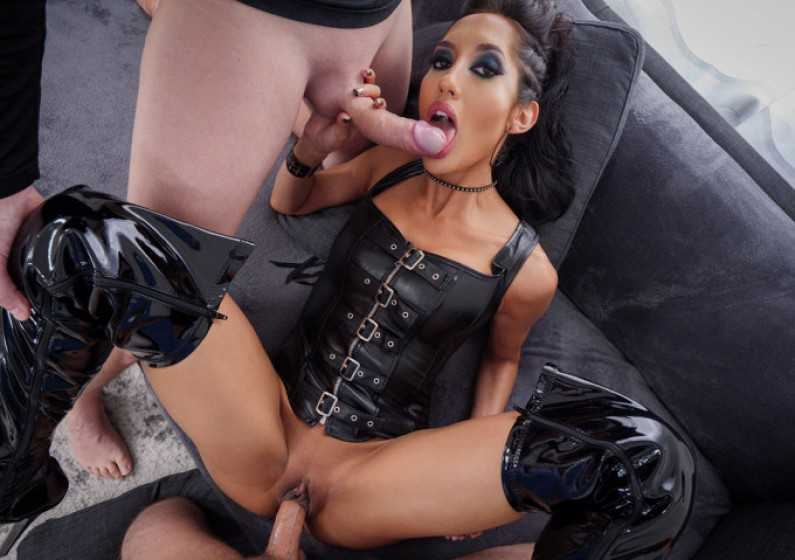 Spizoo Chloe Amour Loves Two Cocks